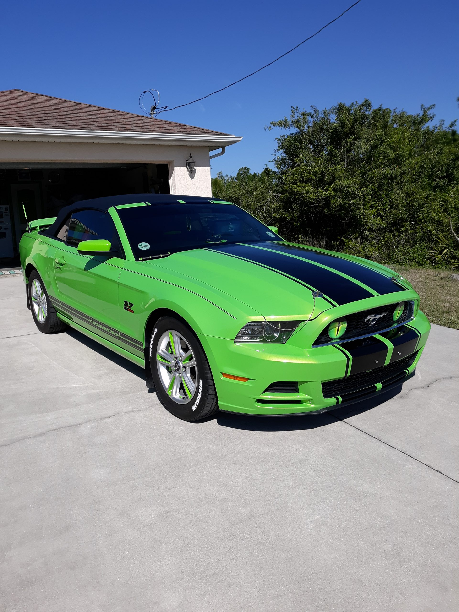 2013 GHIG Convertible Mustang in drivway